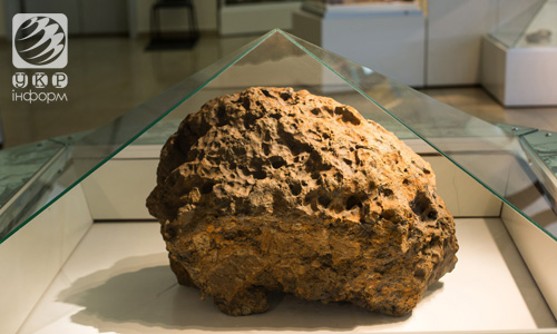 Chunk of Chelyabinsk Meteorite on display at local museum