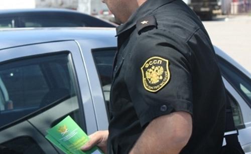 Приставы арестовали машины