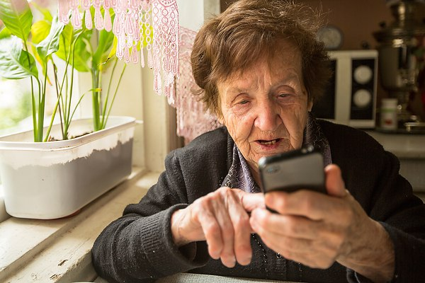 Пенсионерка довела до самоубийства коллектора