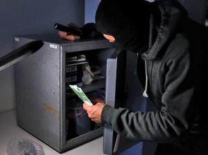 уволенный сотрудник ограбил банк