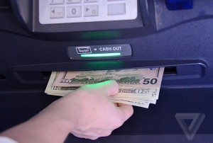 банкомат выдал больше