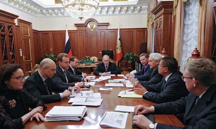 Путин поручил докапитализировать банки
