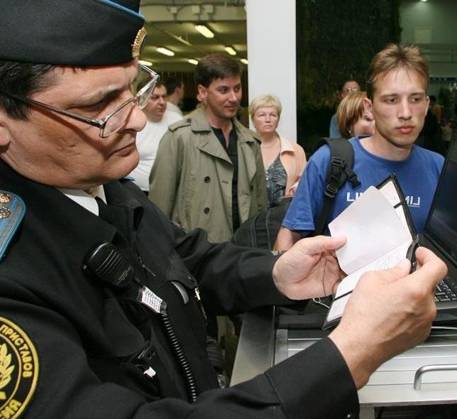 Проверка приставами на границе