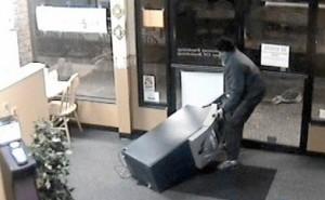 из супермакета похитили банкомат
