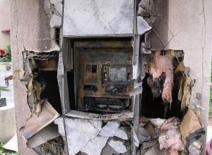 вскрытый газовым резаком банкомат