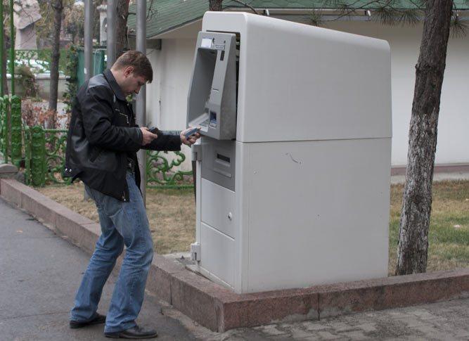 Житель Усть-Камчатска забыл в банкомате деньги