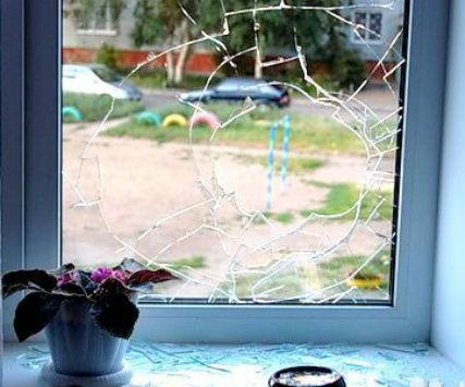 Коллекторы разбили окна Екатеринбург
